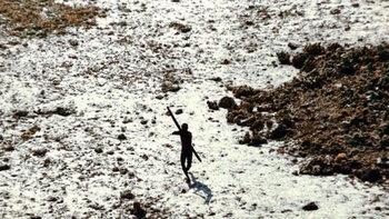 หนุ่มมะกันเข้าเกาะหวงห้ามในอินเดีย โดนชนเผ่าใช้ธนูระดมยิงดับสยอง