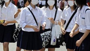 แม่ญี่ปุ่นทั้งฉุนทั้งงง! โรงเรียนไม่อนุญาตลูกสาวใส่ถุงน่องกันหนาว อ้างไม่มีสมาธิเรียน