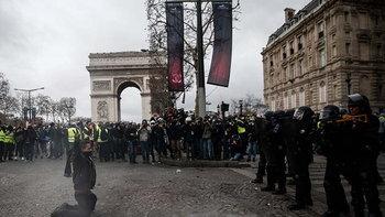 """ชัตดาวน์ฝรั่งเศส จับม็อบกว่า 1,700 คน """"ทรัมป์"""" โผล่จวกข้อตกลงปารีส"""