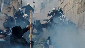 """ชาวกรีซประท้วงเดือดรัฐบาล หลังรับรองเปลี่ยนชื่อประเทศ """"มาซิโดเนีย"""""""
