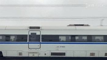 """ศึกนี้ใครจะชนะ? เมื่อรถไฟความเร็วสูงจีน """"ฟู่ซิง"""" กับ """"เหอเสีย"""" มาเจอกัน"""