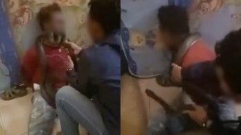 ดราม่าสนั่นโซเชียล ตำรวจอินโดฯ จับงูให้เลื้อยขู่ผู้ต้องหาอย่างเลือดเย็น