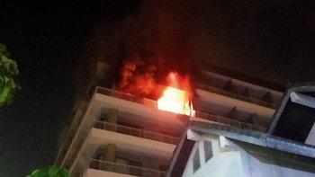 ระทึกกลางดึก ไฟไหม้คอนโดดังในซอยเพชรเกษม 32 วอดเสียหาย 1 ห้อง