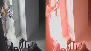 เปิดคลิปนาทีชีวิต แก๊สระเบิดขณะทำอาหารในบ้าน แรงดันทำผัวเมียกระเด็นคนละทาง