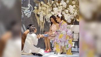 """""""ชมพู่ อารยา"""" สวยงามรับหน้าที่ญาติผู้ใหญ่ฝ่ายเจ้าสาว งานแต่งพะเพื่อน ชุติมณฑน์"""