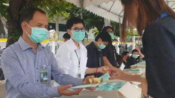 ทำเนียบแจกหน้ากากอนามัยฟรี 5 ชิ้นต่อคน จนกว่าสถานการณ์ไวรัสโคโรนาคลี่คลาย