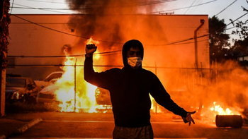 """ประท้วงลุกเป็นไฟ """"ทรัมป์"""" เตรียมประกาศให้ """"แอนติฟา"""" เป็นองค์กรก่อการร้าย!"""