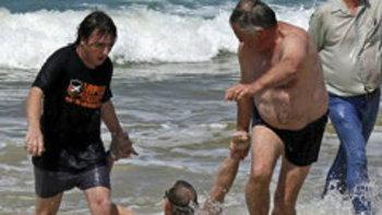 ฉลามกัดหนุ่มผู้ดีขาขาด หลังเมินคำเตือนห้ามเล่นน้ำ