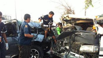 รถนักเรียนชนกระบะสุพรรณฯตาย2บาดเจ็บ14