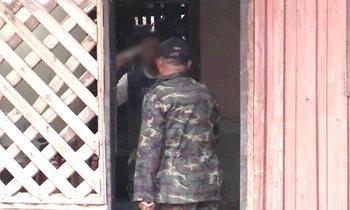 พนง.พิทักษ์ป่าฯ น้ำหนาว ชักปืนขู่ยิงตัวตาย หลังถูกบุกค้นยาเสพติด