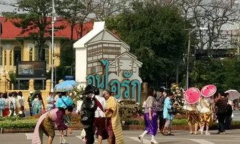 อุ่นไอรักฯ วันสุดท้ายคึกคัก ประชาชนแต่งชุดไทยร่วมงานแน่น