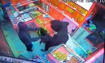 โจรผัวเมียบุกปล้นทองกว่า 100 บาท ทำร้ายเสี่ยเจ้าของร้านอ่วม