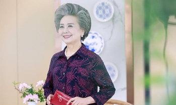ยิ้มสวยสดใส ภาพคุณย่าวัย 71 กับอาชีพนางแบบช้อปปิ้งออนไลน์