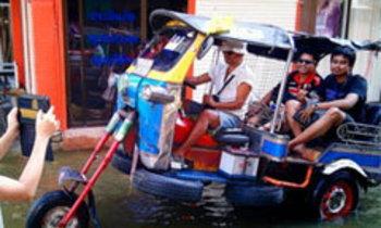 สื่อนอกชมคนไทยไอเดียเจ๋ง ทำพาหนะสู้น้ำท่วม