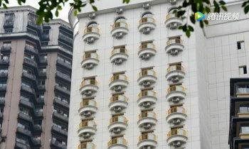"""หลอนเบาๆ เหมือนโรงแรมมี """"ดวงตา"""" นับร้อยกำลังจับจ้องอยู่"""