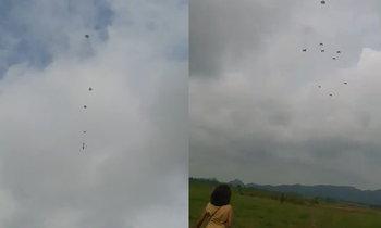 แม่แทบขาดใจ ทหารฝึกกระโดดร่ม แต่ร่มขาดกลางอากาศ
