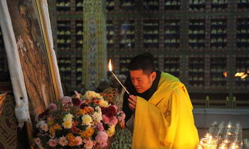 กษัตริย์จิกมี โปรดเกล้าฯ จัดพิธีสวดมนต์ถวายรัชกาลที่ 9 ในเมืองหลวงภูฏาน