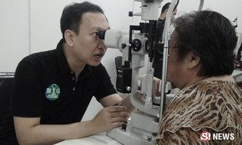 คุณหมอใจอุทิศให้ ร.9 เปิดคลินิกรักษาตาฟรี ตั้งเป้าทำทุกปี