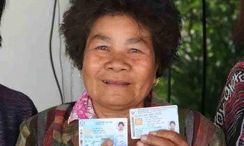 บัตรคนจนแจ็คพอตแตก ยายดวงเฮงรับเงินรางวัล 1 ล้านบาท