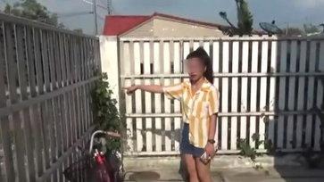 สาวโรงงานน้ำตาร่วง-ถูกโจรลัก จยย.กล้องจับภาพช่วยกันยกรถหนีออกจากหอพัก