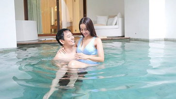 """""""น้ำฝน พัชรินทร์"""" สวีทสามีในสระว่ายน้ำ อ้อนขนาดนี้เบบี๋ต้องมาแล้ว"""
