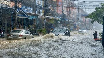 ทะเลน้ำจืดเมืองพัทยา หลังพายุฤดูร้อนทำฝนตกกระหน่ำกว่า 1 ชั่วโมง