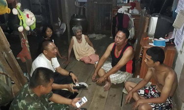 ทหารไปถึงบ้าน ผบ.ทบ.สั่งดูแลครอบครัวหนุ่มจับได้ใบแดง รับใช้ชาติอย่างหมดห่วง