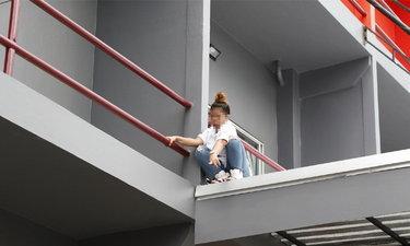 สาวน้อยใจแฟนฝรั่ง-เมาจัดขอเปิดห้อง ตื่นมาโวยวายขู่กระโดดตึก!