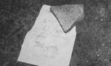 ช่างแต่งหน้าผูกคอตายกลางสะพานลอย ใกล้ศพพบกระดาษเขียนเลข 29
