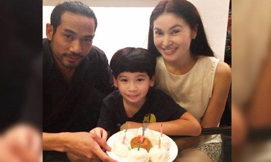 แอนนา อวดภาพอบอุ่น ลูกชาย เป่าเค้กซาลาเปาฉลองวันเกิด