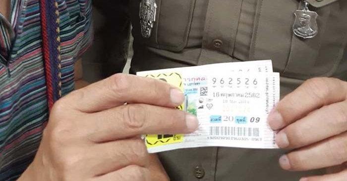 คนขับรถตู้เฮลั่น ถูกหวยรางวัลที่ 1 รับ 12 ล้าน จากเลขที่ตามมานาน