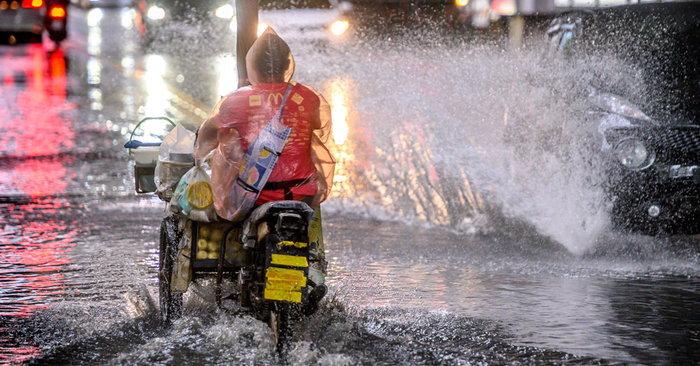 พยากรณ์อากาศวันนี้ กรมอุตุฯ เตือนฝนถล่มหนักทั่วไทย 51 จังหวัด กทม ...