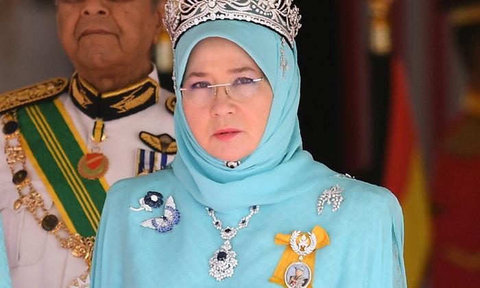 พระราชินีมาเลเซีย โพสต์ฉุนตำรวจ เพราะจับคนวิจารณ์พระองค์ ตรัส