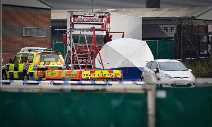 ตำรวจอังกฤษช็อก 39 ศพตายปริศนา ซุกท้ายรถบรรทุกใกล้ลอนดอน