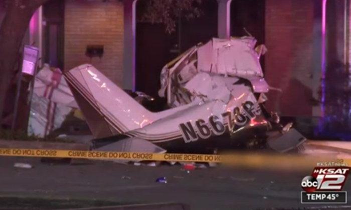 เครื่องบินเล็กลงจอดฉุกเฉินไม่สำเร็จ ร่วงตกกระแทกใส่พื้นถนน ดับ 3 ศพ