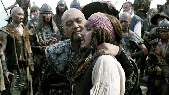 """โจวเหวินฟะในบท """"เซา เฟ็ง"""" ภาพจากภาพยนตร์เรื่อง Pirates of the Caribbean: At World's End"""