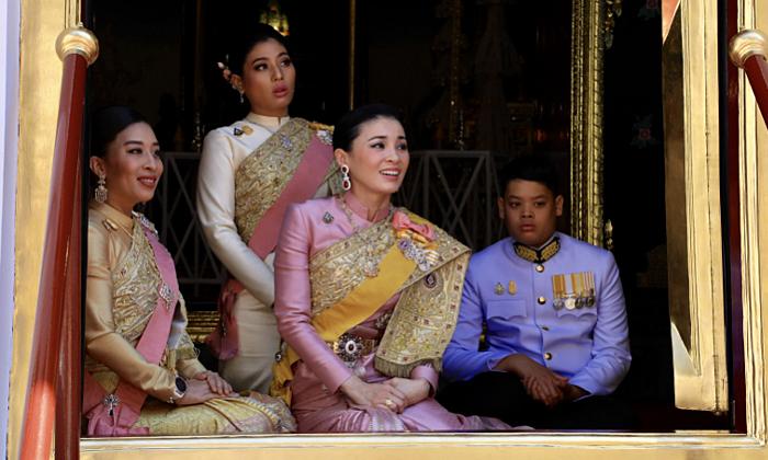 """ภาพประทับใจ """"สมเด็จพระนางเจ้าฯ พระบรมราชินี"""" ในพระราชพิธีบรมราชาภิเษก"""