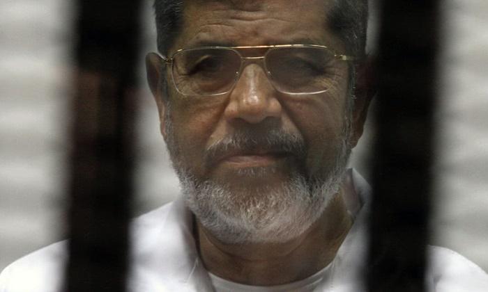"""""""โมฮัมเหม็ด มอร์ซี"""" อดีตประธานาธิบดีอียิปต์ เสียชีวิตกลางศาล"""