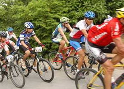 เจมส์มาร์ร่วมแข่งจักรยานเสือภูเขานานาชาติ