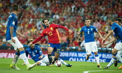 อีสโก้เบิ้ล! กระทิงดุ รัวถล่ม อิตาลี 3-0 ยึดจ่าฝูงแน่นคัดบอลโลก