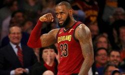 """เหนือมนุษย์! """"คิงเจมส์"""" ทำสถิติประวัติศาสตร์คนแรกของ NBA ในเกมล่าสุด"""