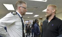 แคสเปอร์ ชไมเคิล สนับสนุนโครงการกีฬาของบรรดาตำรวจในเขตเลสเตอร์เชียร์