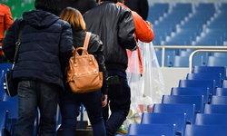 ญี่ปุ่นชื่นชม! แฟนบุรีรัมย์ ช่วยกันเก็บขยะ หลังเกมบุกพ่าย อุราวะ