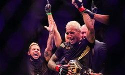 """รัวทุบไม่ยั้ง! """"โอลิเวียร่า"""" ดับซ่า """"แชนด์เลอร์"""" ยก 2 สอยแชมป์ UFC สำเร็จ"""