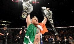 """คนแรกของโลก! """"แม็คเกรเกอร์"""" ซิวแชมป์สองรุ่น UFC (คลิป)"""