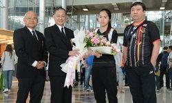 """แฟนแห่ต้อนรับ! """"น้องเมย์"""" บินถึงไทยขอพักก่อนตั้งเป้าลุยต่อ"""