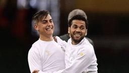 """""""ยูเวนตุส"""" ไม่ดีตรงไหน! """"อัลเวส"""" แนะ """"ดีบาล่า"""" ย้ายทีมเพื่อยกระดับฝีเท้า"""