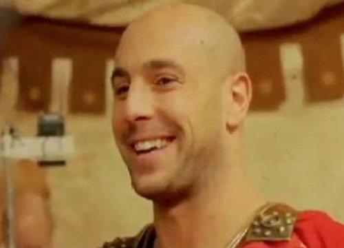 อาชีพเสริมเรนาเล่นหนังสั้นรับบททหารโรมัน