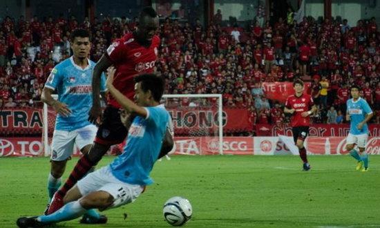 กิเลนเปิดรังเฉือนปลาทู10คน 2-1 รั้งฝูงไทยลีกต่อ