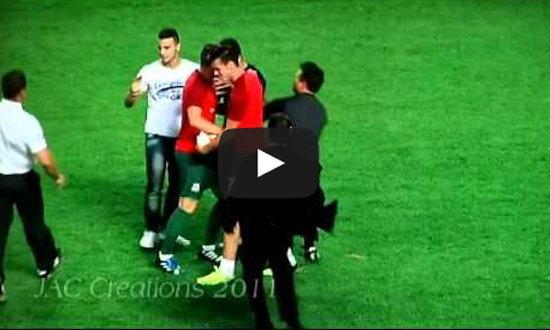 กำลังฮอต! 'เบล' เจอ 2 แฟนบอลวิ่งลงไปกอดตอนพักครึ่ง เกมคัดบอลโลก